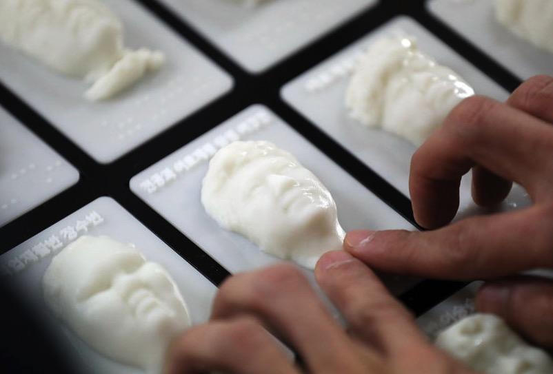 韩国盲人学校3D打印相册,毕业生可摸到同窗模样