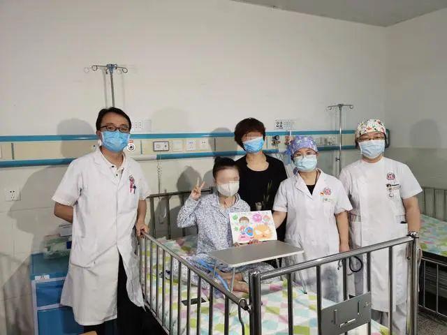 """11岁女孩罕见畸形无法呼吸,医生借助3D打印技术为她""""架梁""""扩胸"""