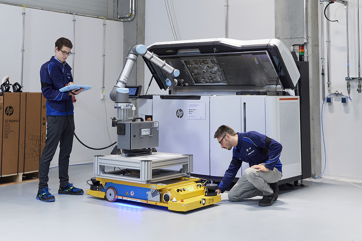 BMW-Additive-Manufacturing-Campus-robotic-arm-HP-system.jpg
